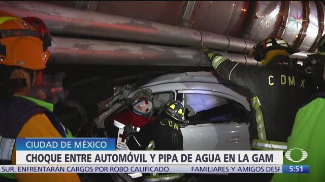 rescatan a hombre tras accidente automovilistico en cdmx