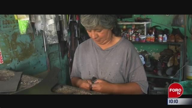 retratos de mexico senora que arregla zapatos