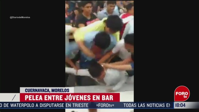 FOTO: se registra pelea de estudiantes en un bar de cuernavaca