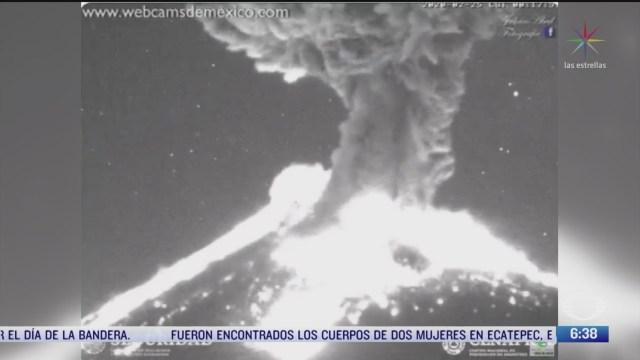 volcan popocatepetl registra fuerte explosion de 1 5 kilometros de altura