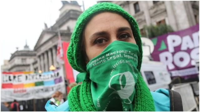 Mujer en protesta para la legalización del aborto