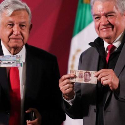 AMLO paga 500 pesos por primer 'cachito' del sorteo del avión presidencial, en conferencia matutina