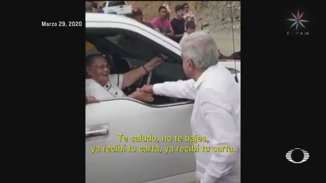 Foto: Coronavirus Amlo Saludo Mano Madre El Chapo 30 Marzo 2020