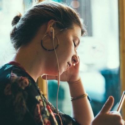 ¿Tienes dolores de cabeza cada vez más fuertes? Tu teléfono celular podría ser la causa