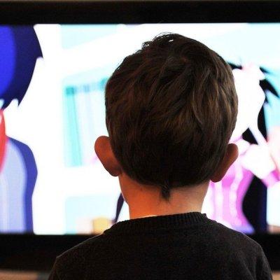 ¿Cuáles son los horarios de las clases de preescolar, primaria y secundaria por televisión?