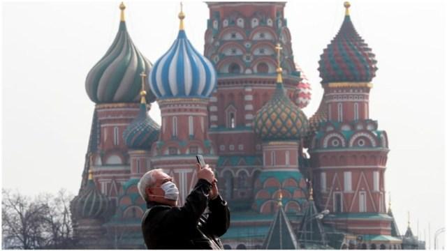 Imagen: Autoridades de Moscú ordenaron el confinamiento total por el coronavirus, 29 de marzo de 2020 (EFE)
