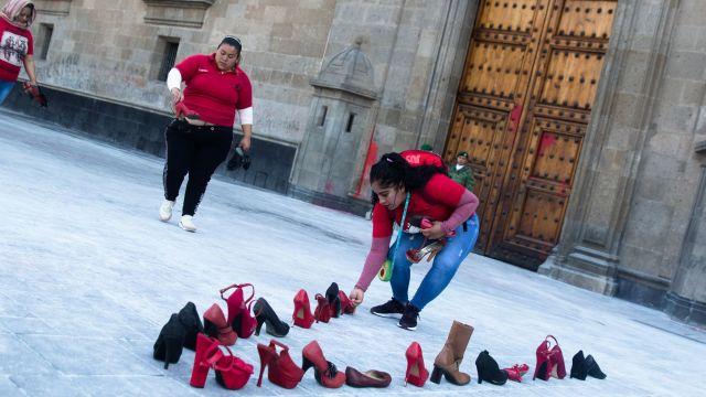 Foto: Realizan 'performance' contra violencia de género en Palacio Nacional, 9 de marzo de 2020, (MOISÉS PABLO/CUARTOSCURO.COM)
