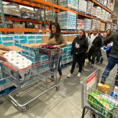 Coronavirus desata compras de pánico en México; estadounidenses cruzan la frontera para abastecerse