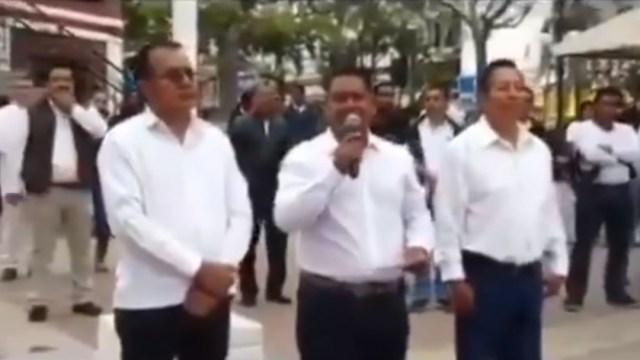 Foto: El presidente municipal de Cintalapa, Chiapas, Francisco Nava, durante una ceremonia cívica, se burló del paro nacional de mujeres 'Un Día Sin Nosotras'