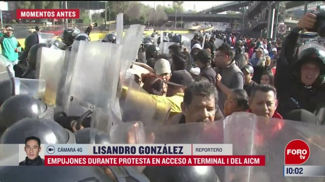 empujones durante protesta en acceso a terminal 1 del aicm