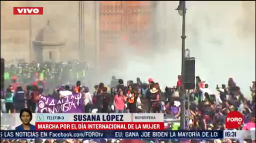FOTO: 8 marzo 2020, encapuchadas realizan destrozos en palacio nacional