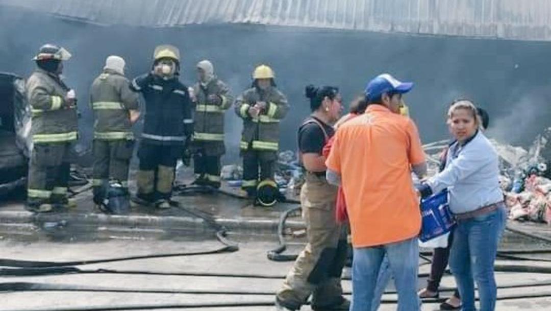 Foto: Incendio consume tienda de autoservicio en Veracruz, 08 de marzo de 2020, (Twitter @rodrigo_dector)