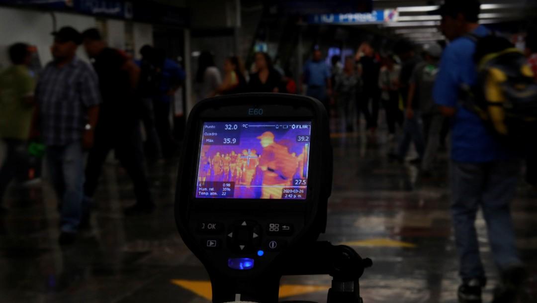 Foto: Con cámaras revisan la temperatura de pasajeros del Metro CDMX. Reuters