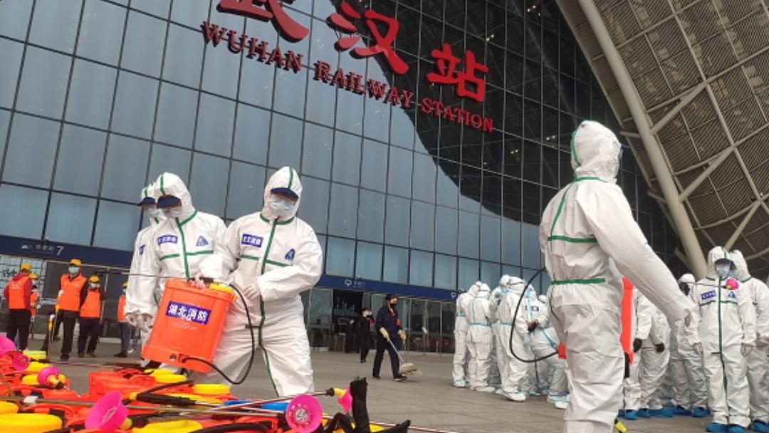 Foto: Personal sanitario en Wuhan, China. Getty Images