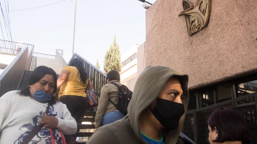 Foto: Personas usan cubreboca en una clínica del IMSS. Cuartoscuro