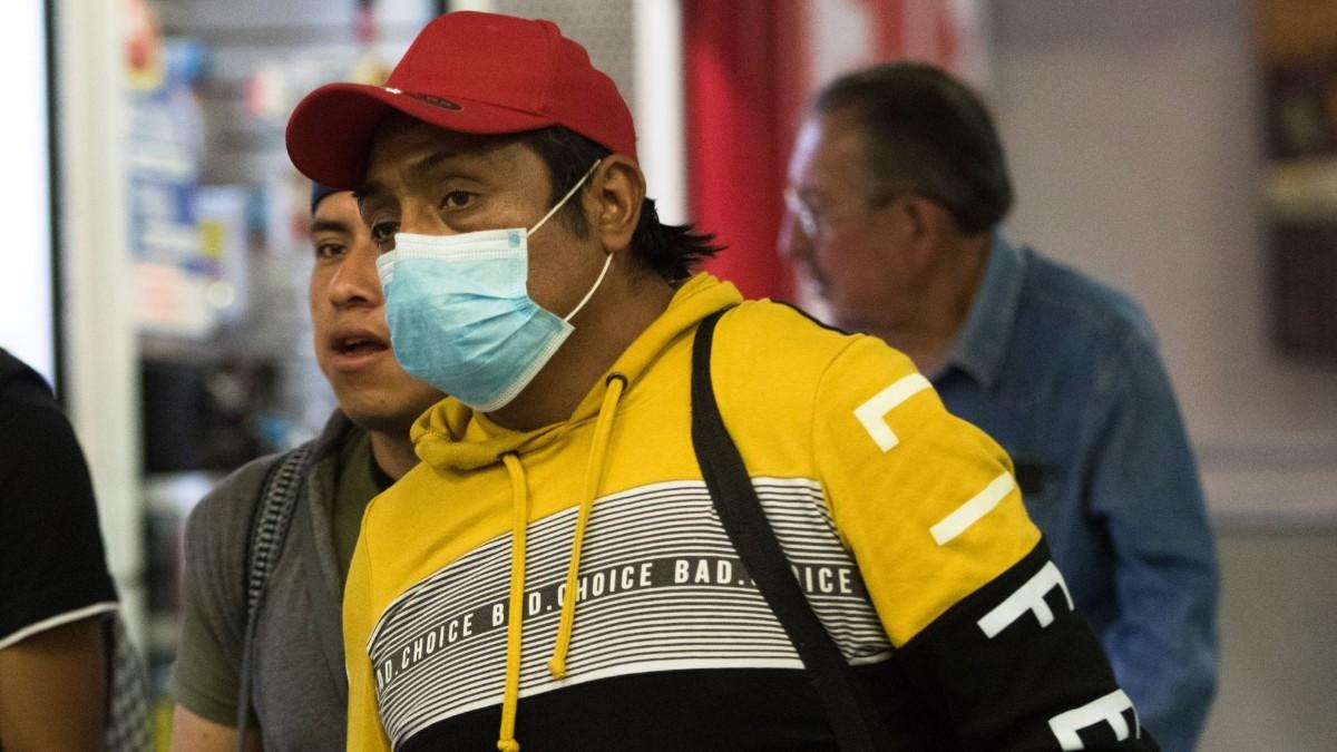 Foto: Un señor usa cubre boca por coronavirus en México. Cuartoscuro