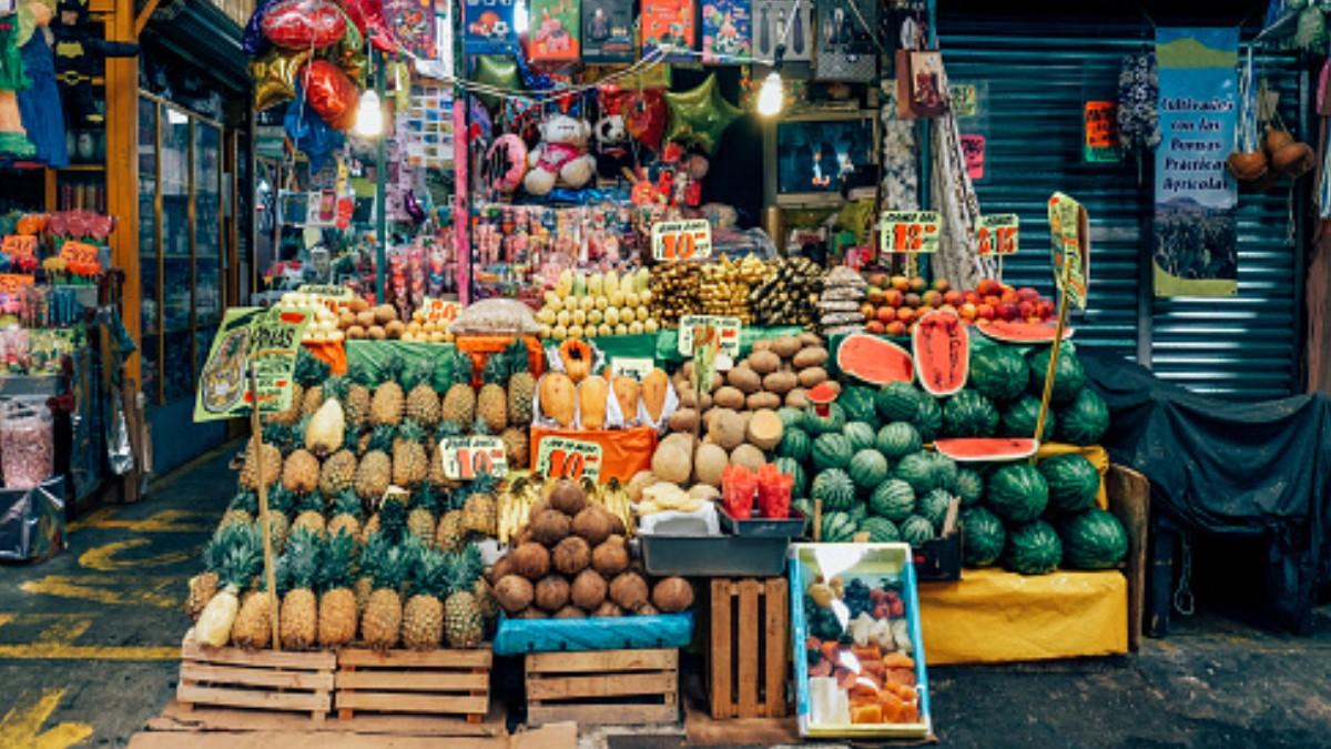 Foto: Varias frutas en un mercado de la Ciudad de México. Getty Images/Archivo