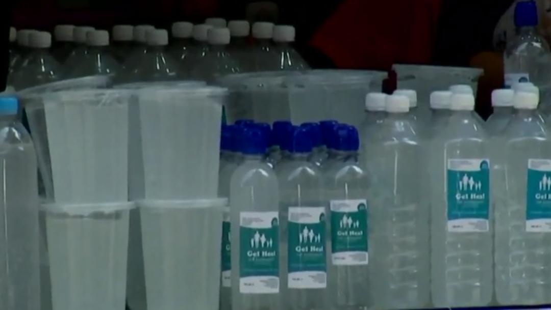 FOTO: Venden gel antibacterial en calles de la CDMX
