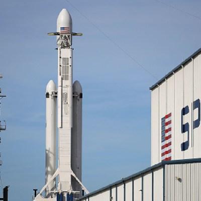 NASA elige a SpaceX para abastecer su próxima misión a la Luna en 2022