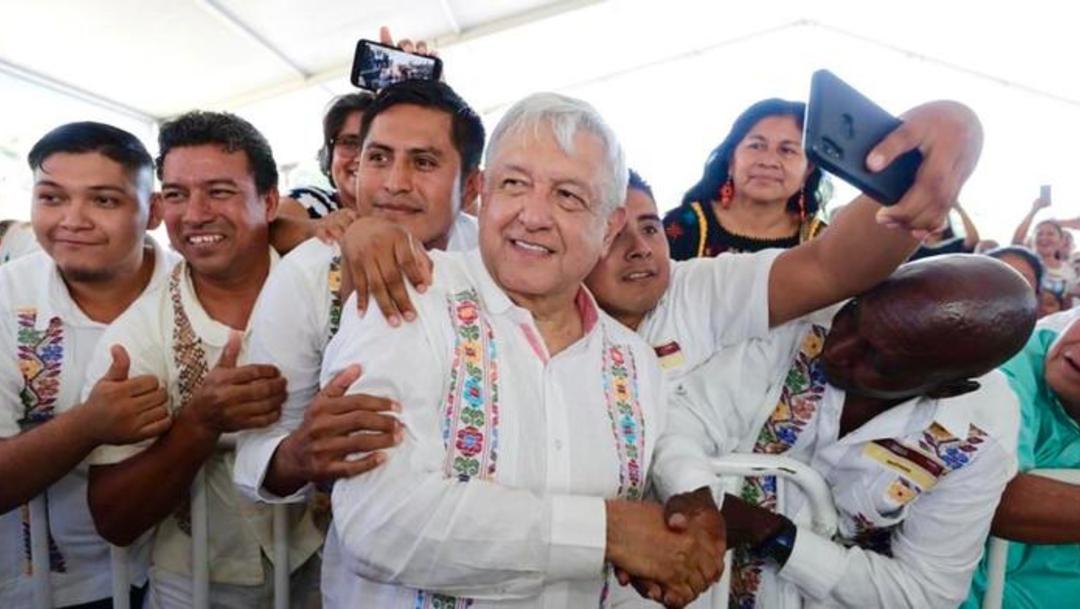 """Foto: Promete AMLO dar un """"cachito"""" de rifa a habitantes de Guerrero, 14 de marzo de 2020 (Presidencia de la República)"""