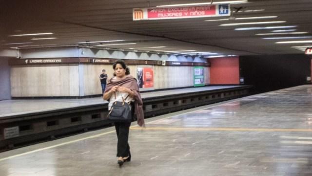 El personal de Vigilancia del Servicio de Transporte Colectivo tuvo la indicación de dar acceso libre a quienes no tuvieran un boleto o tarjeta. (Foto: Cuartoscuro)