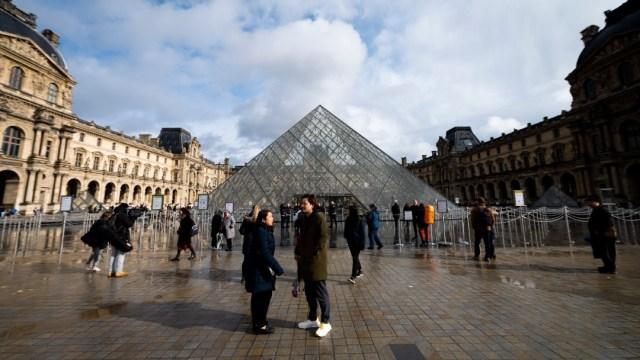 Foto: Museo del Louvre permanece cerrado ante temor a coronavirus