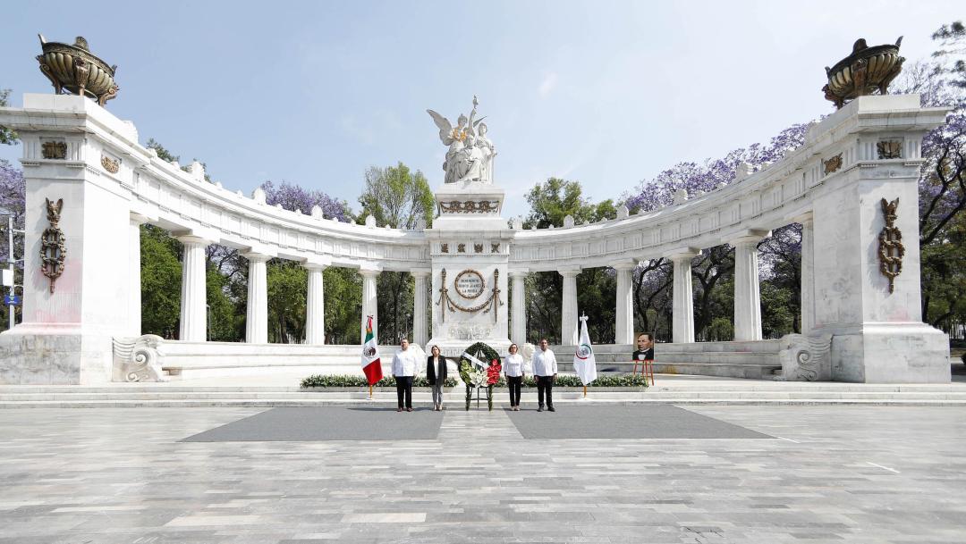 FOTO: Senado rinde honores a Benito Juárez con ofenda floral en Hemiciclo CDMX, el 21 de marzo de 2020