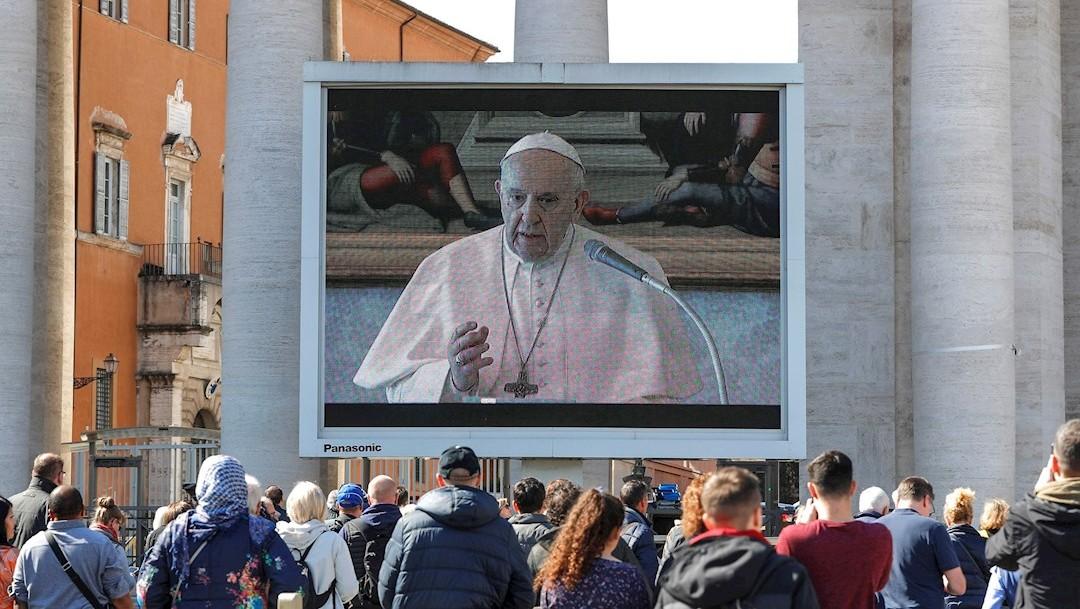 fOTO: El papa Francisco reza el ángelus dominical vía 'streaming' en una plaza con baja afluencia, 8 marzo 2020