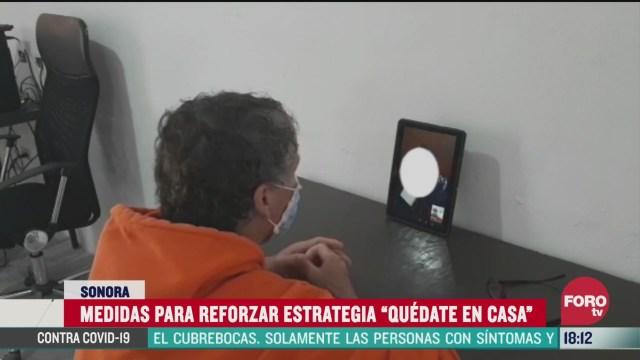FOTO: presos se comunican por video llamada con sus familias por coronavirus
