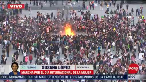 FOTO: 8 marzo 2020, realizan fogata y bailan en la plancha del zocalo tras marcha por dia internacional de la mujer