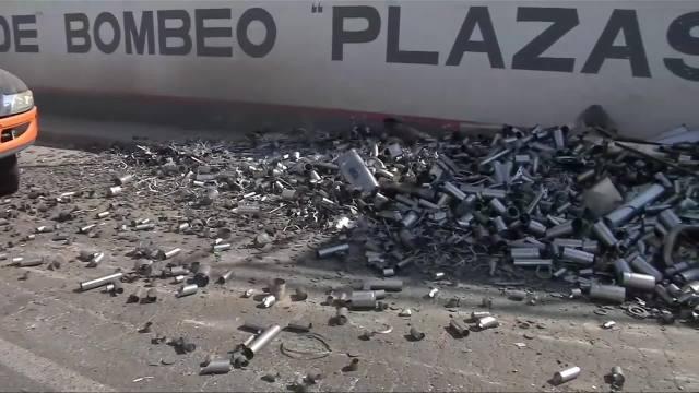 FOTO: 14 marzo 2020, vuelca camion con 10 toneladas de acero en nezahualcoyotl