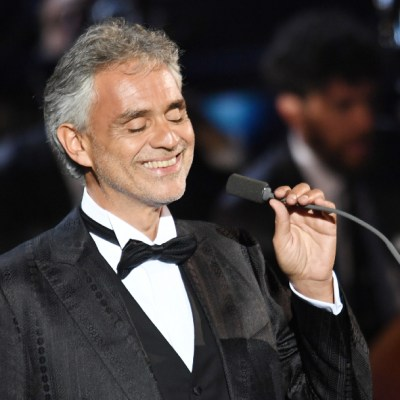 Andrea Bocelli ofrece concierto en Catedral de Milán, vacía por contingencia de coronavirus