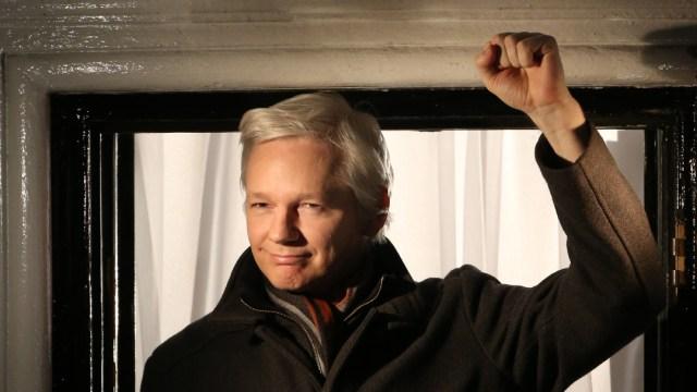 FOTO: Assange tuvo dos hijos con su abogada durante reclusión en embajada de Ecuador, el 12 de abril de 2020