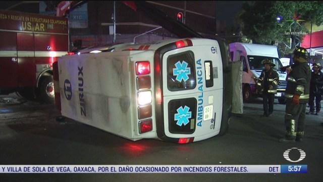 choque entre camioneta y ambulancia deja varios lesionados en cdmx