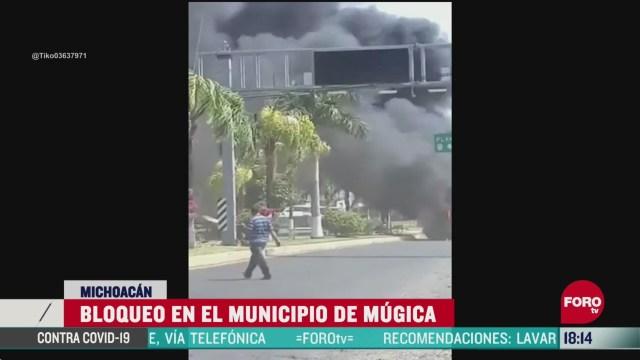 FOTO:19 de abril 2020, civiles armados bloquean caminos en mugica michoacan