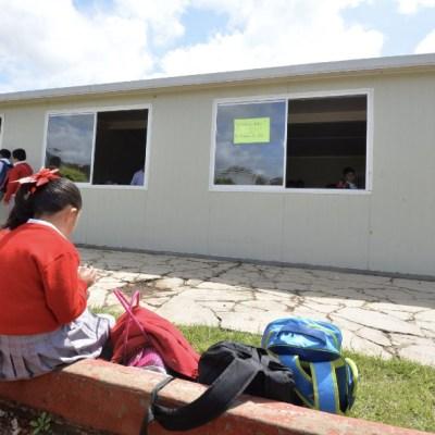 Fotografía que muestra una de las nuevas escuelas construidas en el poblado de Tecomatlán, municipio de Tenancingo, 8 abril 2020