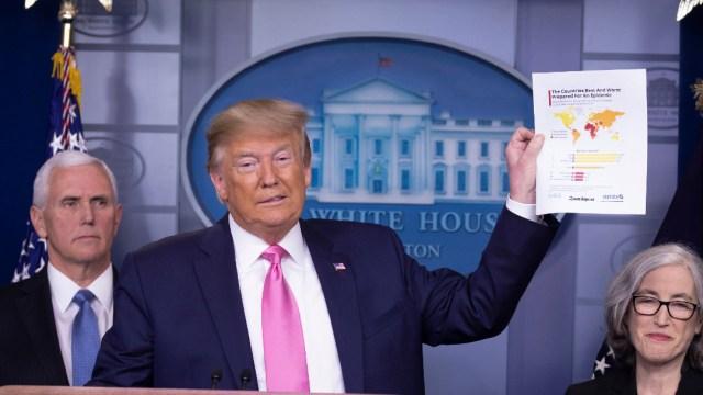 """FOTO: Estados Unidos se aproxima al """"momento más triste"""" de la epidemia, según la Casa Blanca, el 4 de abril de 2020"""