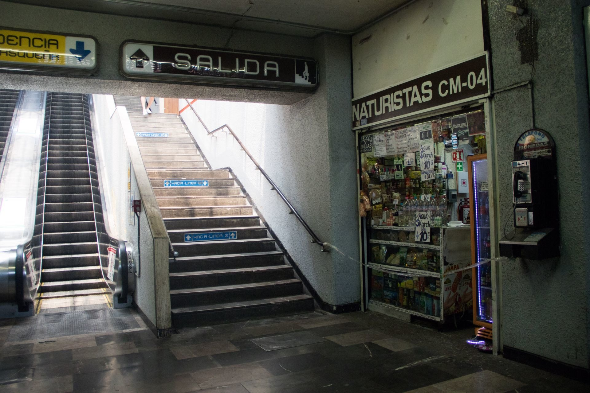 Foto: Las escaleras que no hace mucho tenían constante flujo, hoy, lucen vacías, 23 de abril de 2020, (ANDREA MURCIA /CUARTOSCURO.COM)
