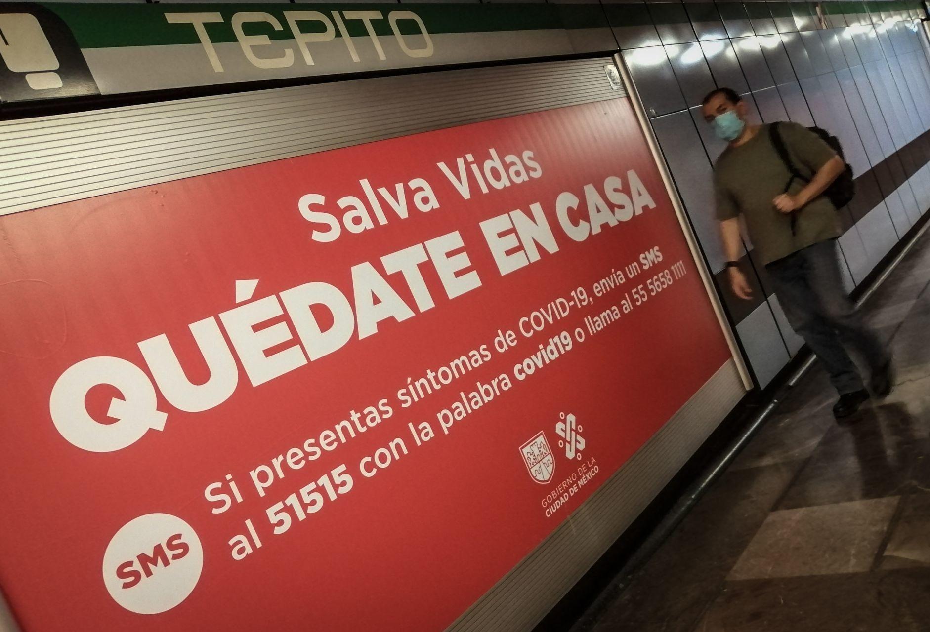 Foto: Mensajes en el Metro invitan a la gente a quedarse en casa, 23 de abril de 2020, (ANDREA MURCIA /CUARTOSCURO.COM)