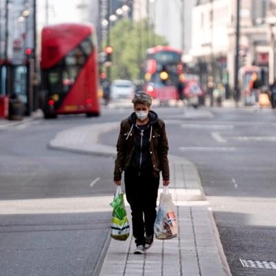 Reino Unido extiende tres semanas el confinamiento por coronavirus
