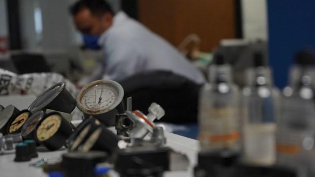 Foto: Voluntarios reparan ventiladores médicos. Cuartoscuro