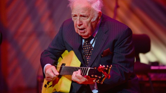 Foto: Bucky Pizzarelli, ilustre guitarrista de jazz. Getty Images
