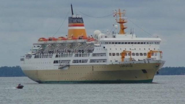 Foto: El ferry transportaba a tres personas positivas a coronavirus. Twitter/