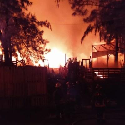 Incendio en colonia Central de Abasto, CDMX, deja 3 heridos