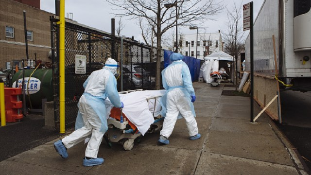 Foto: EEUU vuelve a romper récord de muertos por coronavirus con mil 480 en un día, 3 de abril de 2020, (Getty Images, archivo)