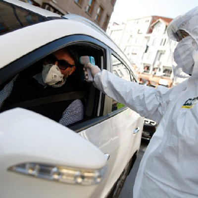 Muertes por coronavirus superan las 91 mil en todo el mundo
