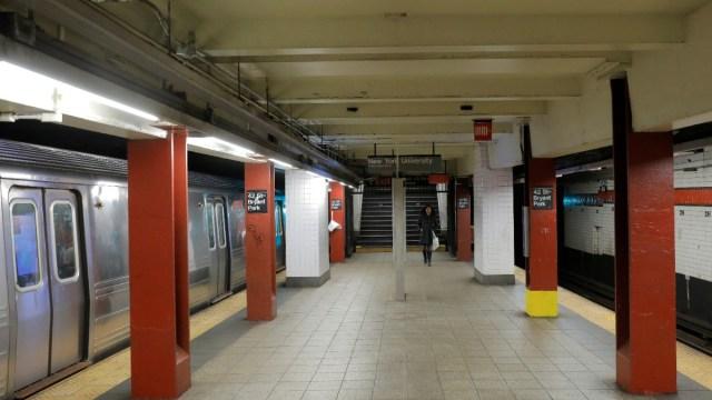 Tren del Metro de Nueva York se descarrila en el Bronx