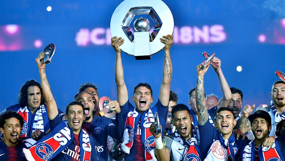 Foto: Los jugadores del Paris Saint Germain celebran el campeonato de la liga francesa, 30 abril 2020