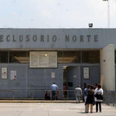 Foto: Sanitizan penales de la Ciudad de México por coronavirus, 4 de abril de 2020, (Noticieros Televisa)