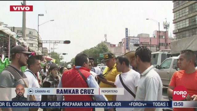 FOTO: rina entre comerciantes y policias en avenida circunvalacion cdmx